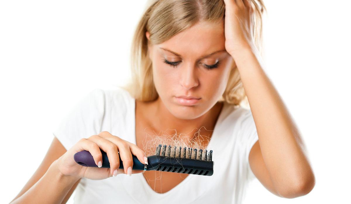 اعراض تساقط الشعر.. وكل ما يهم معرفته عن أسبابه وطرق علاجة المختلفة