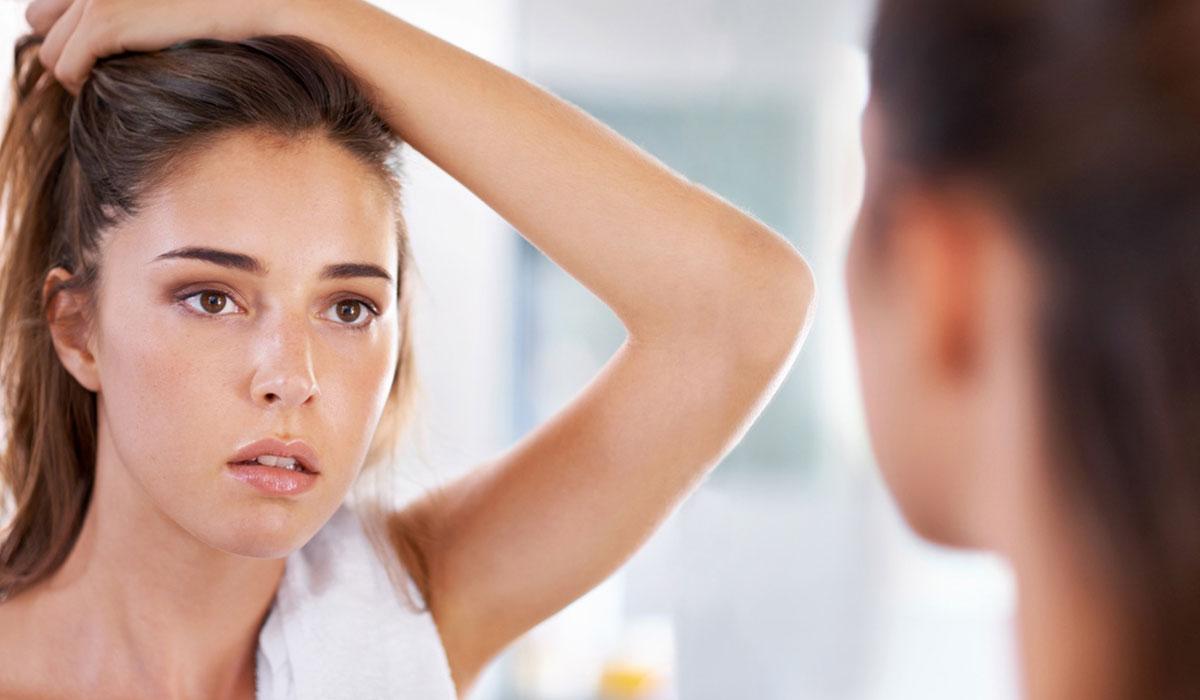 علاج الشعر الخفيف بطرق طبية وخطوات منزلية لشعر أكثر كثافة